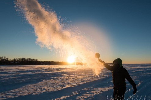 throwing boiling water to watch it turn to snow