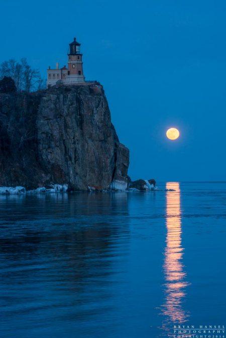 the full moon rises over split rock lighthouse